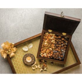 Smoor Luxury Wooden Box with Nuts & Dragees